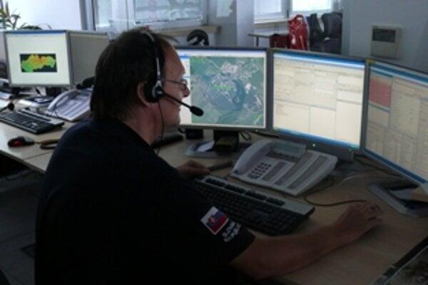 Na koordinačnom stredisku vybavujú tiesňové volania nonstop