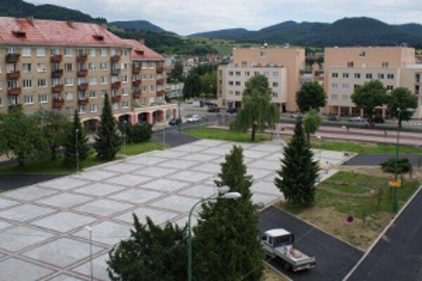 Rekonštrukciu námestia zaplatili Novodubničania z eurofondov.
