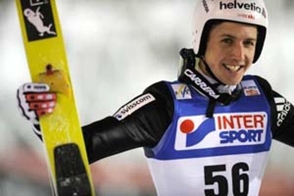 Simon Ammann vyhral včerajšie tretie preteky jednotlivcov Svetového pohára v skokoch na lyžiach.
