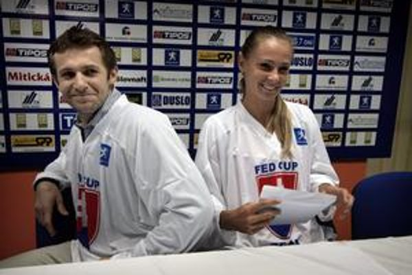 Nový kapitán Slovenska v Pohári federácie Matej Lipták s trojkou tímu Magdalénou Rybárikovou.