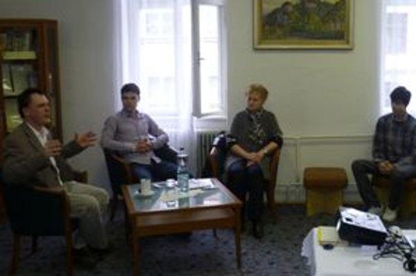Róbert Letz (na fotografii prvý zľava) sa prípadu Albert Púčik a spol. venoval osem rokov.