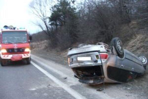 Pri nehode sa zranili dvaja ľudia