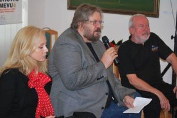 Herečka Ingrid Filanová a výtvarník Ivan Popovič boli hosťami krstu knihy Borisa Filana.