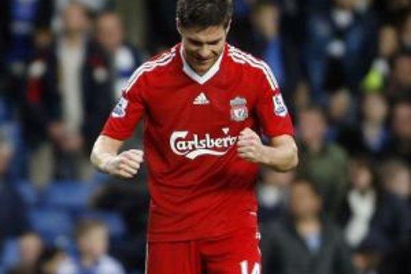 Španiel Xabi Alonso rozhodol o víťazstve Liverpoolu na trávniku Chelsea.