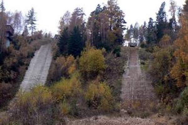 Mostíky zmizli z večera do ráno. Najskôr malý mostík, o deň neskôr nasledoval stredný.
