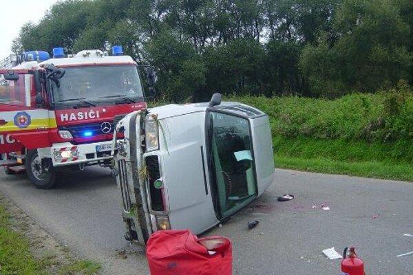 Pri nehode v Uhrovci sa ťažko zranila vodička.