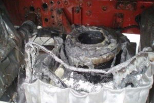 Príčinou požiaru bol poškodený výfuk.