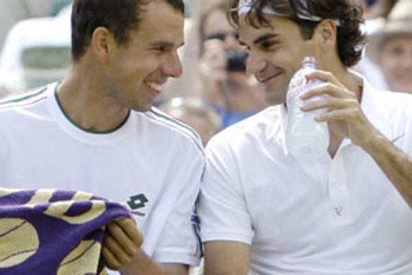 Dominik Hrbatý v rozhovore s Rodgerom Federerom.