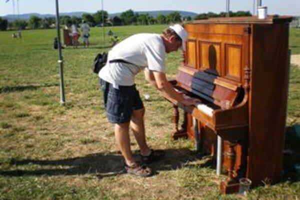 Jakub Gondár z Kočoviec pri Novom Meste nad Váhom si na Pohode tiež zahral.