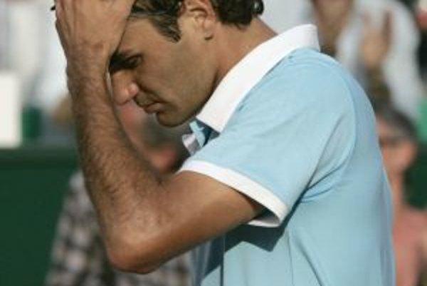 Roger Federer utrpel v krátkom čase na turnaji ďalšiu prehru.