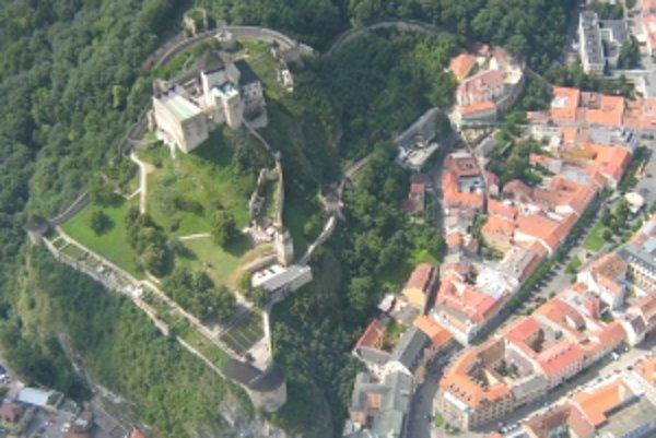 Na jeseň by mali začať práce na rekonštrukcii kasární na Trenčianskom hrade