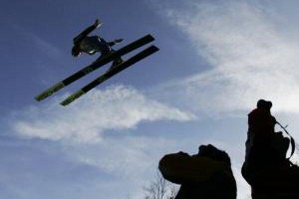 Skok Björna Einara Romörena počas piatkového prvého dňa XX. majstrovstiev sveta v letoch na lyžiach