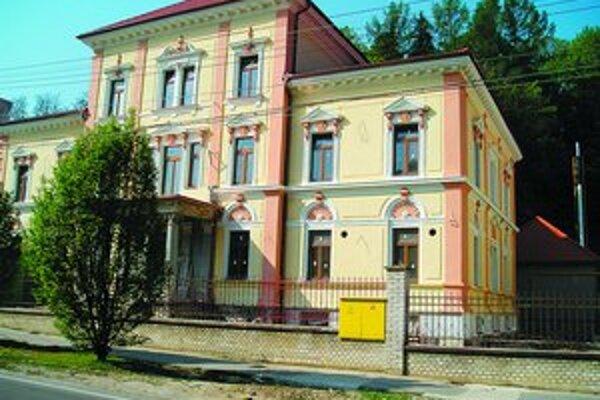 Budova bývalého hotela Saratov v Trenčianskych Tepliciach