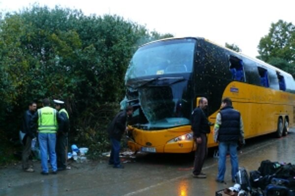 Nehoda sa stala po jednej hodine rannej 3. októbra 2008. Autobus pri nájazde do zákruty v tvare S zišiel na krajnicu, kde sa naklonil a šúchal sa pravou stranou po miernom svahu vedľa cesty. Podľa cestujúcich pravdepodobne dostal na mokrej vozovke šmyk.