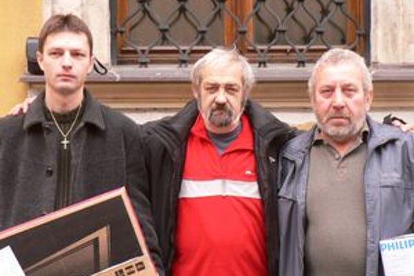 Traja najlepší tipujúci, zľava Marek Koníček, Ján Rozvadský a Jaroslav Štefánik.