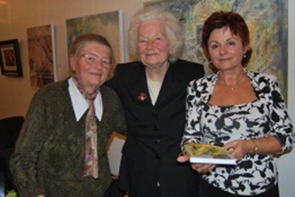 Autorky knihy Ľudmila Fraňová a Eva Berková v spoločnosti Eleny Barátovej (v strede)