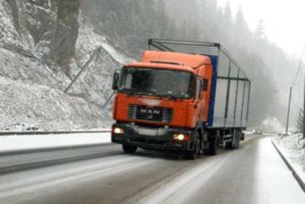 Meteorológovia očakávajú, že by dnes alebo zajtra by mohlo snežiť aj v našom regióne.