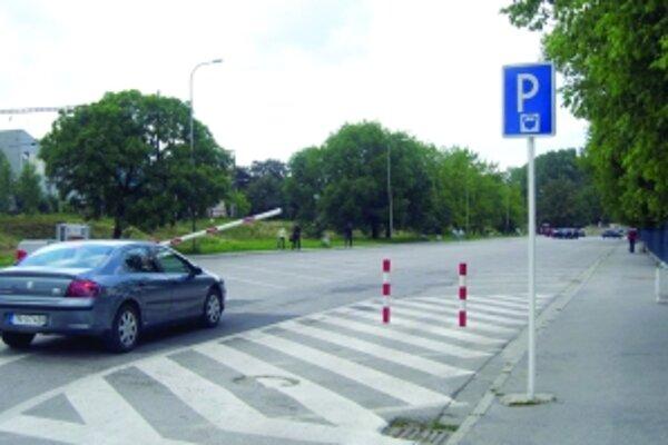 Spoplatnené bude opäť parkovanie na Mládežníckej ulici.