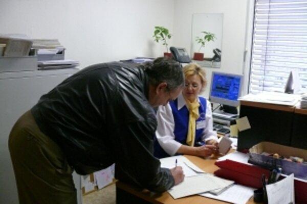 Úrad práce v Novom Meste nad Váhom. Očakávajú do konca roka nárast nezamestnanosti na 17 percent.