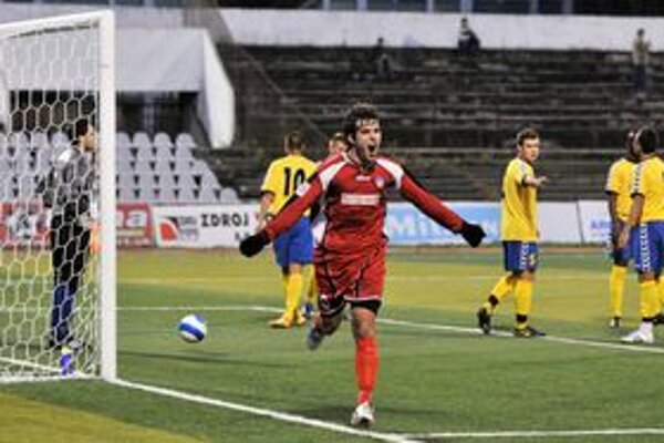 David Dapetris po návrate z Utrechtu do Trenčína vsietil dva gólôy do brány Rimavskej Soboty.