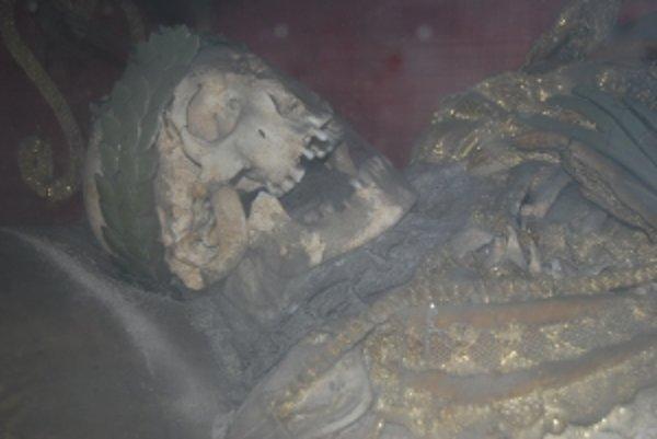 Telo martýra Adeodata považujú dodnes mnohí za rytiera Bohuslava. V Trenčianskych Bohuslaviciach ležia jeho mumifikované pozostatky od roku 1764.