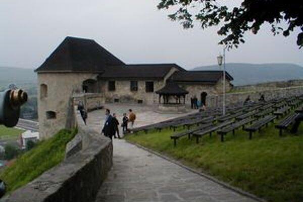 Trenčiansky hrad je národná kultúrna pamiatka, ktorá potrebuje rozsiahlu rekonštrukciu.