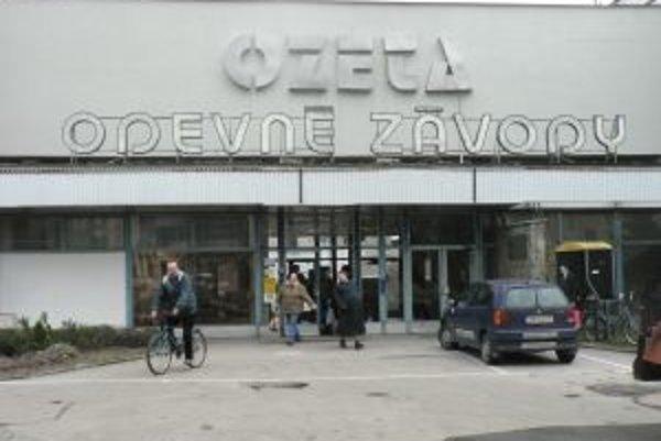 Spoločnosť Ozeta Neo opäť prepúšťa. V trenčianskej firme pred dvomi rokmi prišlo o prácu takmer deväťsto pracovníkov.