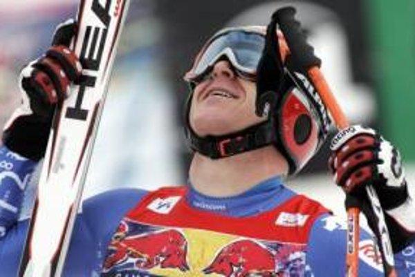 Švajčiar Dider Cuche sa teší z víťazstva v dnešnom zjazde v rakúskom Kitzbüheli