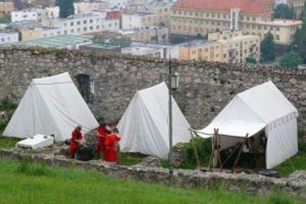 Na trenčianskom hrade otvoria stredoveký tábor s kuchyňou a strelnicou.