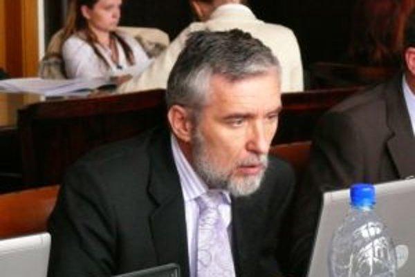 Poslanec Marián Kvasnička sa rozhodol opäť sobášiť.