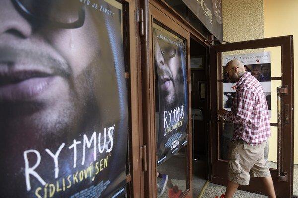 Raper Patrik Rytmus Vrbovský prichádza v júni 2015 na verejnú prezentáciu filmu Rytmus sídliskový sen počas 23. ročníka Medzinárodného filmového festivalu Art Film Fest v Trenčianskych Tepliciach.
