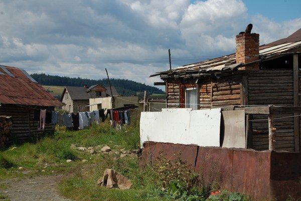 V segregovaných osadách na Slovensku žijú tisíce občanov Slovenska bez šance na dôstojný život.