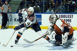 V zámorí si veľký talent všimli po úspešných sezónach v Trenčíne. Draftoval ho v roku 1991 New York Islanders. V tíme sa presadil do NHL. Najprv len na päť zápasov v roku 1993. Následne odohral v klube päť úspešných sezón, v ktorých sa stal hviezdou ligy. V Islanders zažil aj individuálne najlepší ročník v NHL. V sezóne 1996/97 dal v 80 zápasoch 48 gólov a dosiahol 90 bodov.