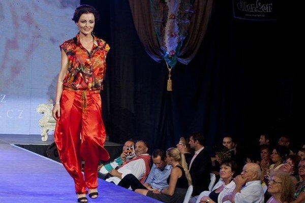 Kristína Kormúthová bola vlani tvárou módnej šou na rómskom festivale.