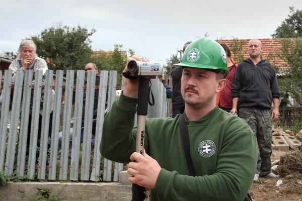 """Marián Kotleba už v minulosti chcel v  osade """"upratovať""""."""