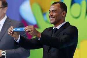 Domáca Brazília bola automaticky nasadená do skupiny A. Za domácich žreboval Cafú.