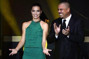 Brazílska supermodelka Adriana Lima a bývalá brazílska futbalová hviezda Ronaldo.