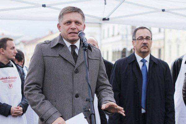 Maňku a Gajdošíka (vľavo) na mítingu pred voľbami podporil aj Fico.