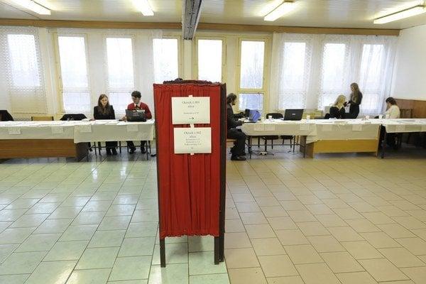 Polícia prvýkrát obvinila niekoho pre volebnú korupciu.