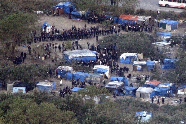 Francúzsko pokračuje v tvrdých zásahoch proti rómskym osadám.