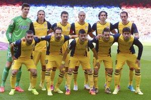 Futbalisti Atlética pred zápasom v Barcelone.