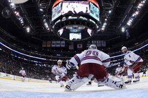 New York držal v zápase výborný Henrik Lundqvist. Ani on však prehre nezabránil.