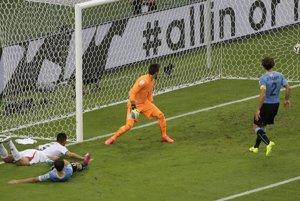 Oscar Duarte dáva gól.