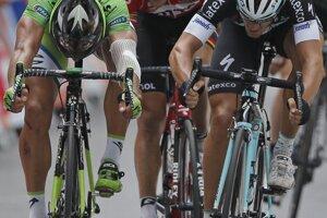 Záverečný špurt Petra Sagana (vľavo) a Mattea Trentina.