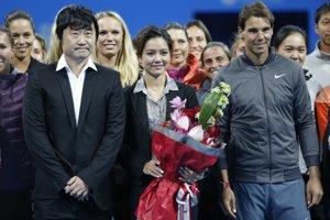 Na Li (uprostred), jej manžel Ťiang Šan, španielsky tenista Rafael Nadal.