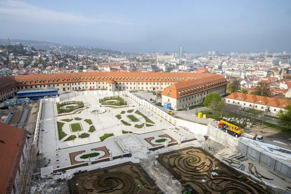 Baroková záhrada Bratislavského hradu je pred dokončením.