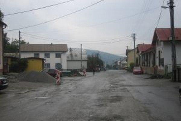 Rozkopané cesty budú v dolnokysuckých obciach minulosťou.