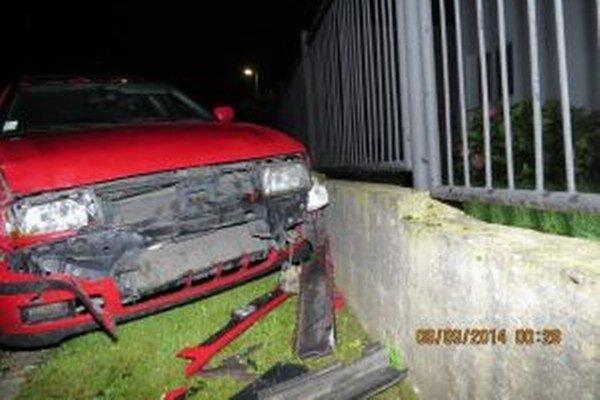 Dvadsaťštyriročný vodič z okresu Žilina spôsobil v nedeľu 7. septembra v nočných hodinách druhú dopravnú nehodu.