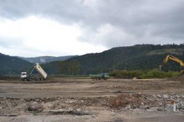 V Krásne nad Kysucou začali s prípravnými prácami pre stavbu nového závodu.