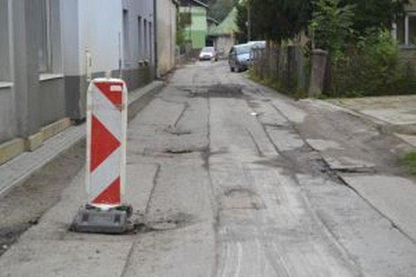 V Turzovke pokračujú s rekonštrukciou miestnych komunikácii.